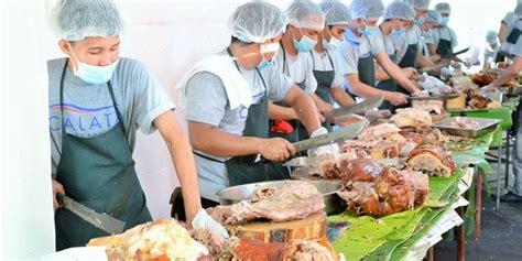 babi terbesar di dunia cetak rekor dunia untuk penyajian babi panggang