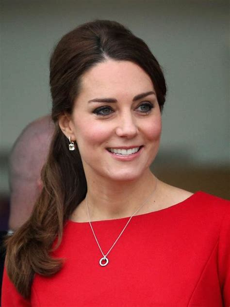 duchess of cambridge pregnant kate middleton embraces greiving mother after