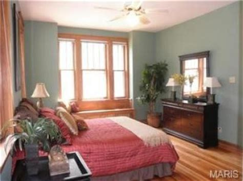 bedroom colors with wood trim what color works with the natural wood trim in my bedroom