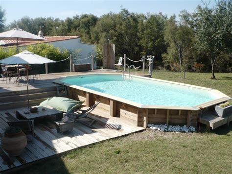 piscine hors sol en bois semi enterr 233 e avec sa terrasse et ses jeux de niveaux outdoor