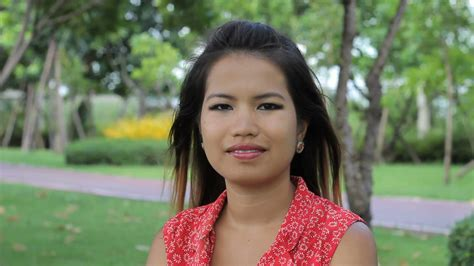 wallpaper girl thai a beautiful thai girl does a traditional thai wai greeting