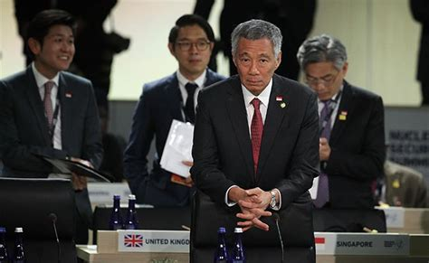 singapore pm lee hsien loong shares grief after death of singapore prime minister lee hsien loong feuds in public