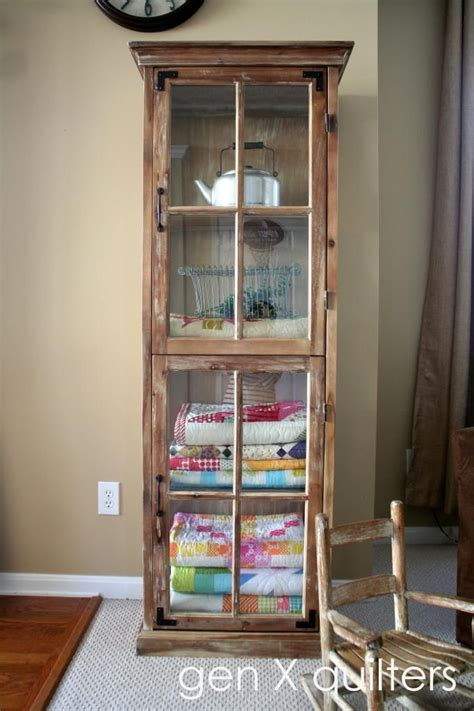 Quilt Display Cabinet by 25 Best Ideas About Quilt Storage On