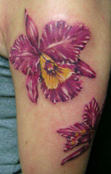 braccio fiori tatuaggio fiori by artevivatattoo