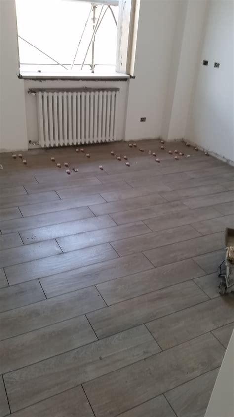posa pavimento legno foto posa pavimenti in gres effetto legno di negesi srl
