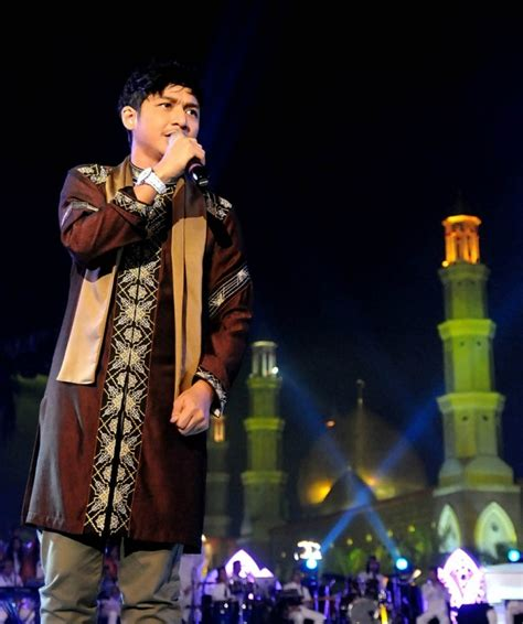 Baju Koko Ungu Band foto gaya elegan pasha ungu saat berbusana muslim foto 2 co id