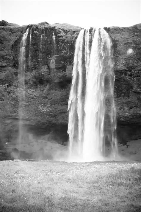 Images Gratuites : mer, eau, Roche, cascade, noir et blanc