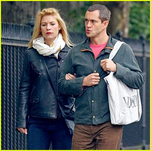 claire danes wdw claire danes hugh dancy go for an afternoon stroll
