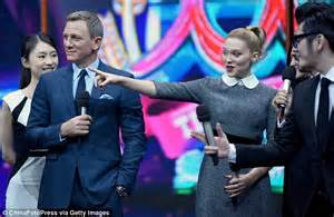 lea seydoux daniel craig interview l 233 a seydoux and daniel craig look dapper on chinese tv to