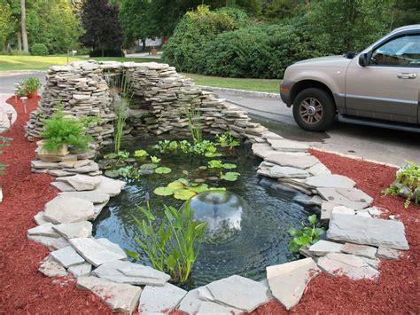 giardino con fontana laghetto da giardino con fontana a cupola arredamento d
