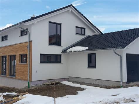 Dachuntersicht Streichen Welche Farbe by Fassadengestaltung Wei 223 Grau Nzcen