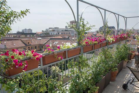 arredare una terrazza con piante awesome sim immobiliare il nostro with come arredare