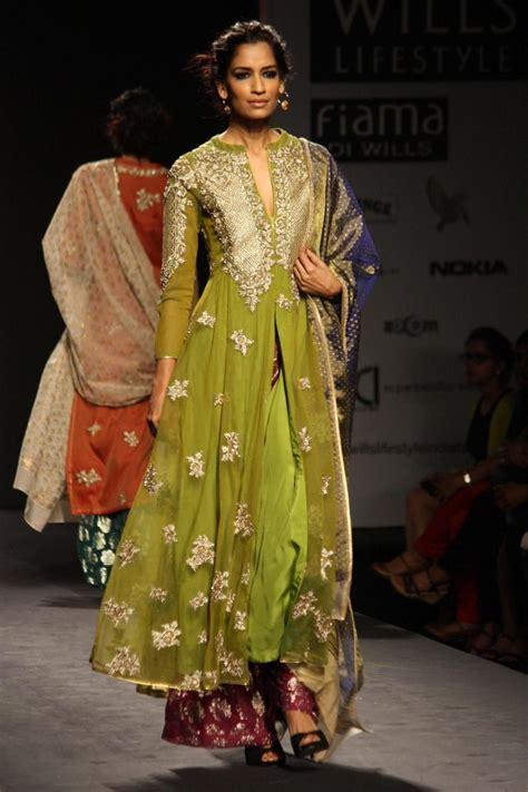 fashion illustration in delhi new delhi wills lifestyle india fashion week autumn winter 14 vineet bahl design