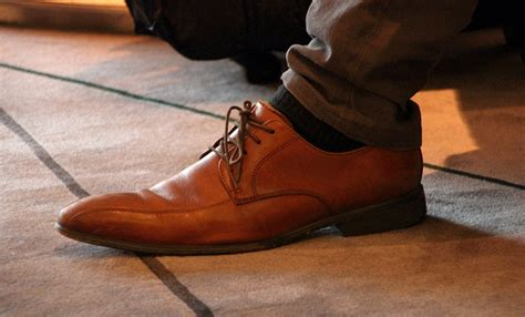 shoe tying for how to tie your shoes the right way one simple trick to