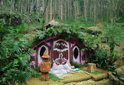 wisata rumah hobbit  bantul jogja informasi tempat