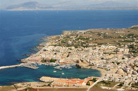 appartamenti a favignana sul mare favignana da scoprire spiagge itinerari monumenti