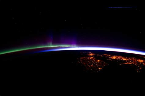 auroras from space pictures horizon aurora borealis seen from space station