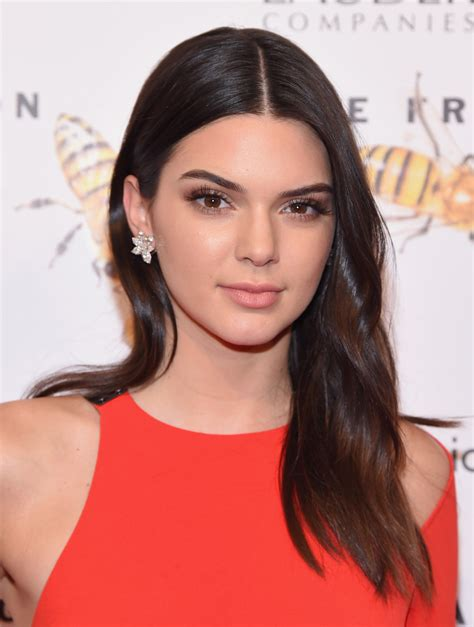 biography of kylie jenner kendall jenner biography biography com