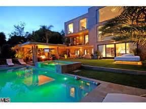 big beautiful houses beautiful bed big dream house image 341683 on favim com