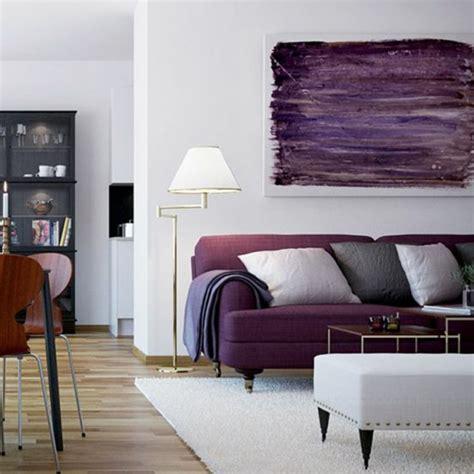 Bien Couleur Peinture Pour Salon Moderne #4: 00-salon-chic-nuancier-violet-canape-violet-idee-canape-salon-colore-tapis-beige.jpg