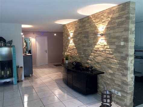 wohnzimmer steinwand beleuchtung best 25 steinwand wohnzimmer ideas on