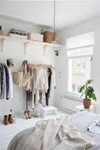 kleiderschrank kleines zimmer die 25 besten ideen zu kleine schlafzimmer auf