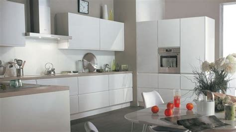 cuisine blanche carrelage gris carrelage metro gris perle avec awesome idee faience