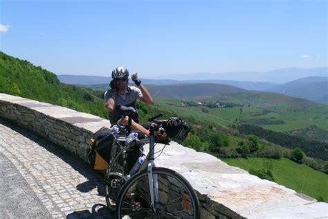 foto camino foto camino di santiago di compostela in bici