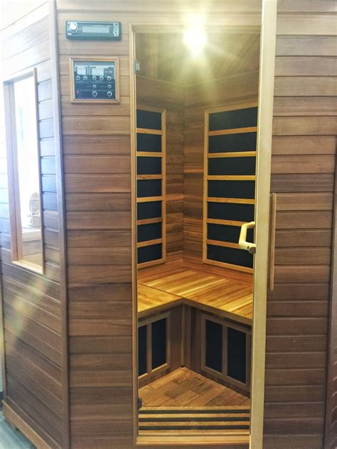 what s the difference between a sauna and a steam room far infrared sauna vs traditional sauna whats the difference recess endurance