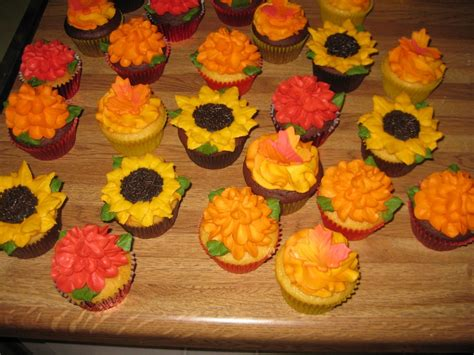 fall decorated cupcakes fall cupcakes cakecentral