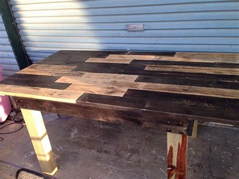 pallet dining table diy diy recycled pallet dining table 101 pallets