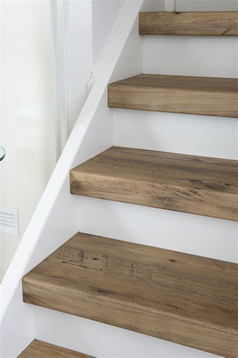 wood plank tile on staircase with white painted railings ideas trapbekleding missisipe pine voor uw traprenovatie