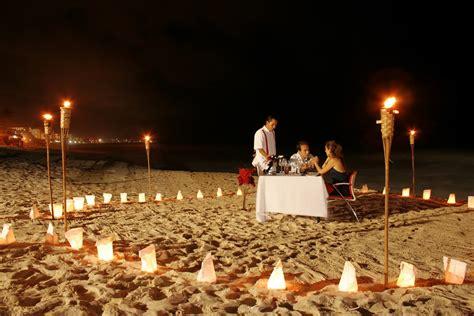 imagenes romanticas de la noche cena rom 225 ntica en la playa