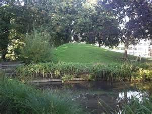 grass mound 169 graham hale cc by sa 2 0 geograph britain