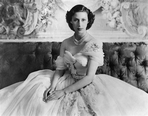 princess margaret pictures princess margaret poses for a royal portrait in 1957