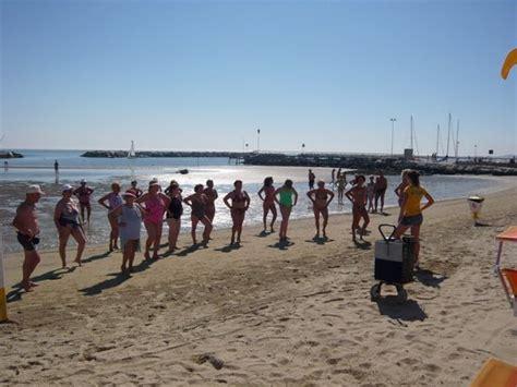 bagno 39 rimini balli di gruppo in riva al mare foto di bagno 39 cigno