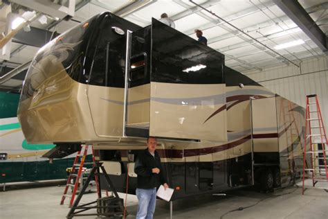 Painting 5th Wheel Trailer by New Horizons Rv