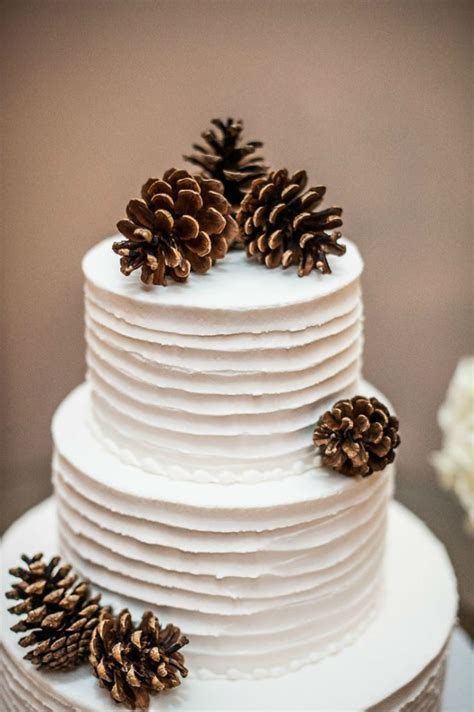 Beautiful Wedding Cakes With Winter Touches   London