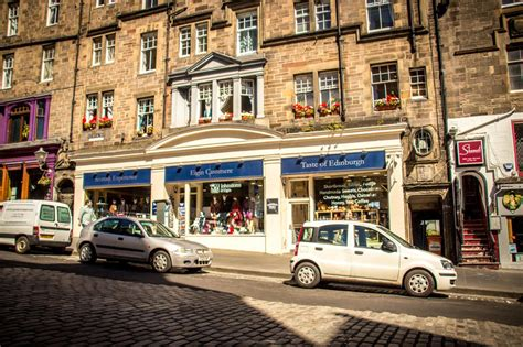 finding out in edinburgh scotland royal mile backpackers in edinburgh scotland find cheap