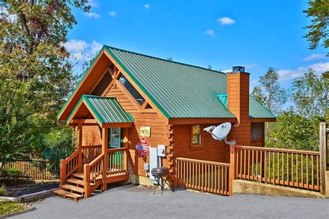Cabin Rentals In Pigeon Forge Cheap by Affordable Smoky Mountain Cabin Autumn