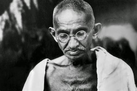 gandhi biography brief school project works a short essey about mahatma gandhi