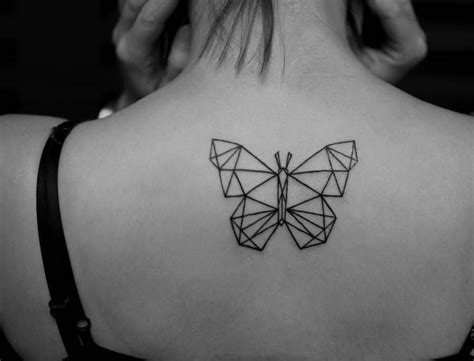 22 awesome upper back tattoos for women tattoosera
