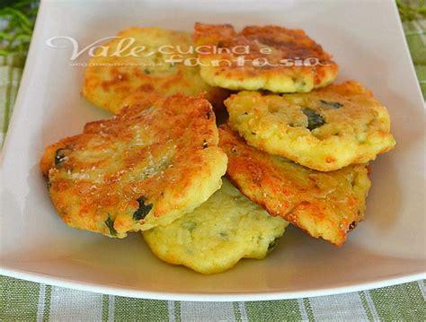 come si fanno le frittelle di fiori di zucca frittelle di zucchine con patate e parmigiano ricetta