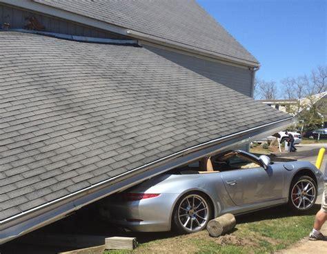 Porsche Crash by It Won T Buff Out Porsche 911 Crashes Into Car Wash Gets