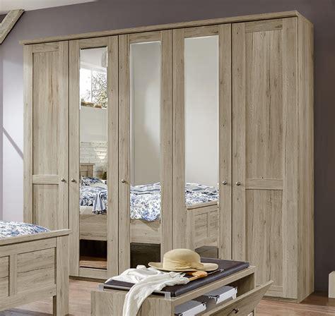 drehtürenschrank schlafzimmer dekorieren