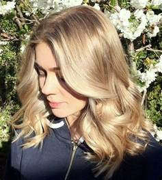 going gray from light golden brown hair with highlights 40 ash blonde hair looks you ll swoon over