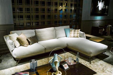 archetipo divani dal salone mobile immagini e tendenze in diretta