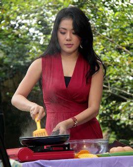 blogger wanita terkenal di indonesia 8 chef wanita yang terkenal cantik dan seksi di indonesia 1