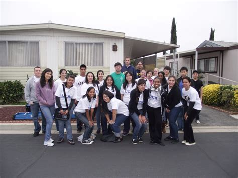 Volunteering With An Mba by 11 11 2011 Ucr Mba Volunteers Habitat For Humanity