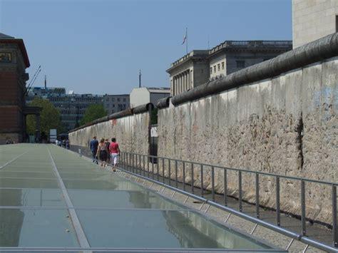 Mur De by Pourquoi A T On Construit Le Mur De Berlin